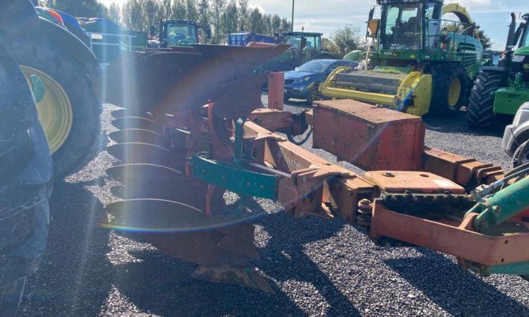 Kverneland PS100 6 Furrow Reversible Plough